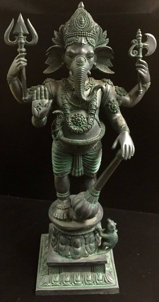 Hindu Lord Ganesha Elephant God Statue Black Resin ©celticjackalope.com #1